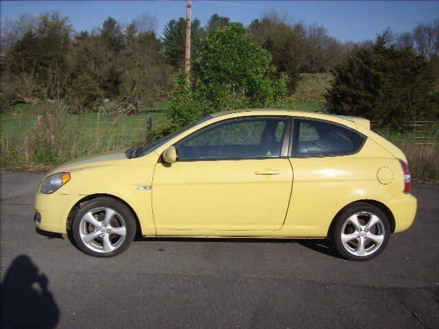 2009 Hyundai Accent for sale at Broadway Motors LLC in Broadway VA