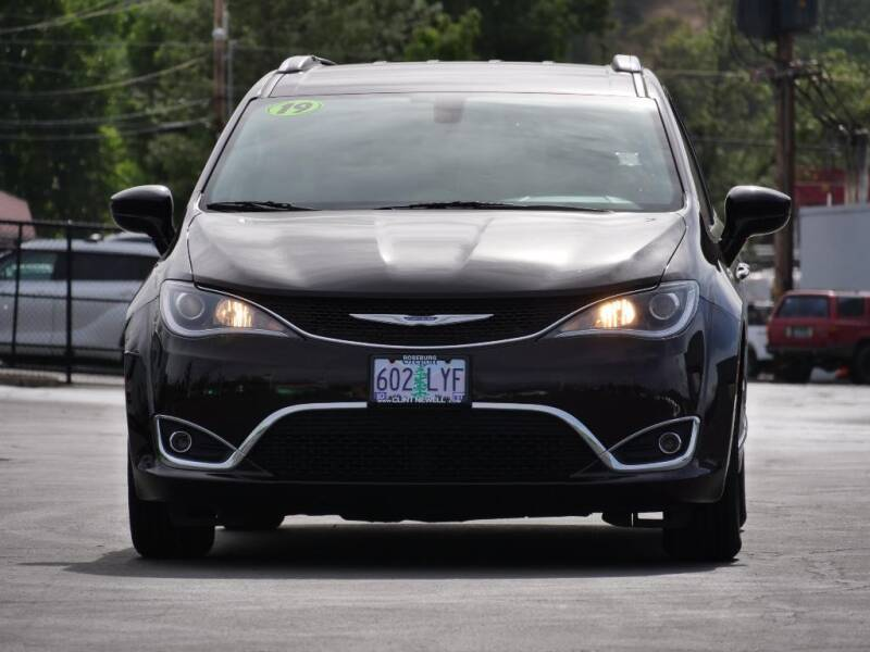 2019 Chrysler Pacifica for sale at CLINT NEWELL USED CARS in Roseburg OR
