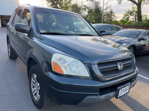 2004 Honda Pilot for sale at Best Deal Motors in Saint Charles MO