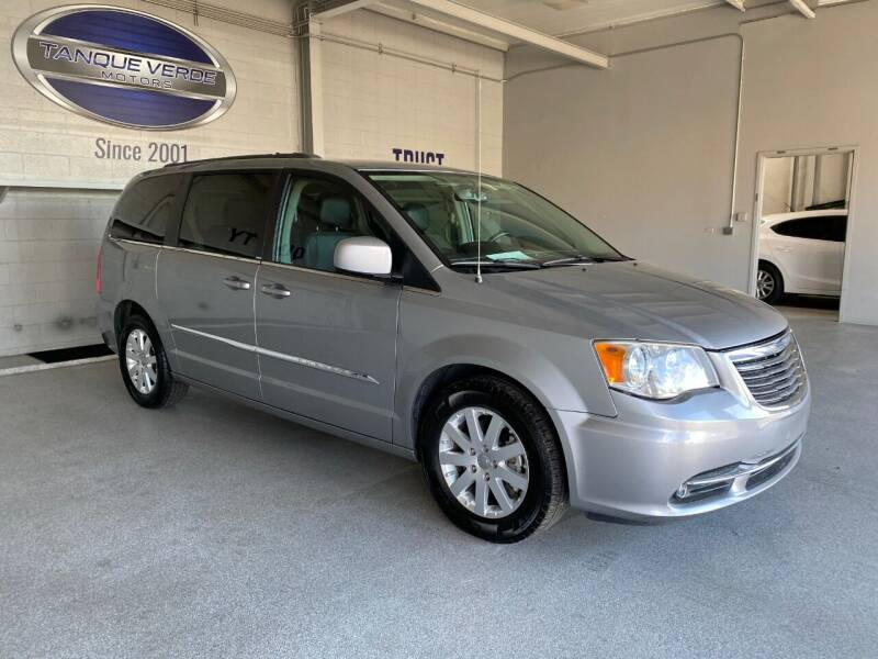 2014 Chrysler Town and Country for sale at TANQUE VERDE MOTORS in Tucson AZ