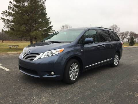 2017 Toyota Sienna for sale at ONG Auto in Farmington MN