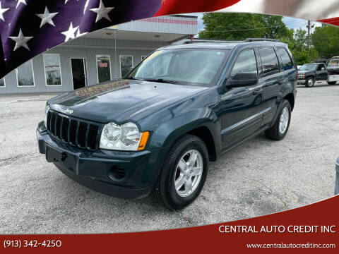 2005 Jeep Grand Cherokee for sale at Central Auto Credit Inc in Kansas City KS