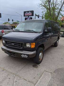 2005 Ford E-Series Wagon for sale at Corridor Motors in Cedar Rapids IA
