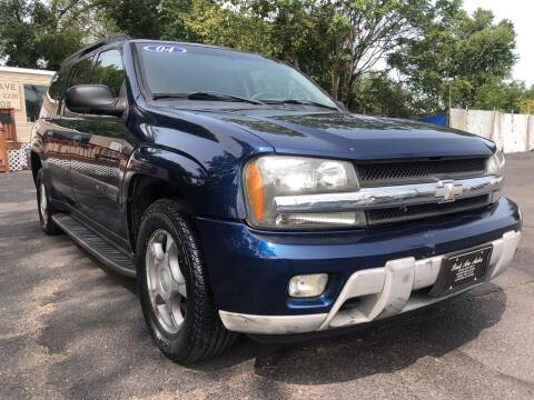 2004 Chevrolet TrailBlazer EXT for sale at PARK AVENUE AUTOS in Collingswood NJ