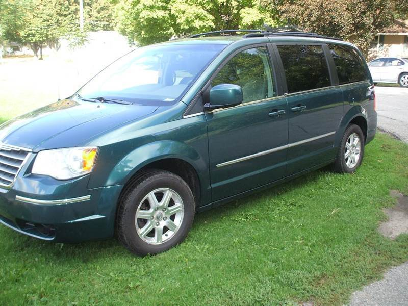 2009 Chrysler Town and Country for sale at FOUR SEASONS MOTORS in Plainview MN