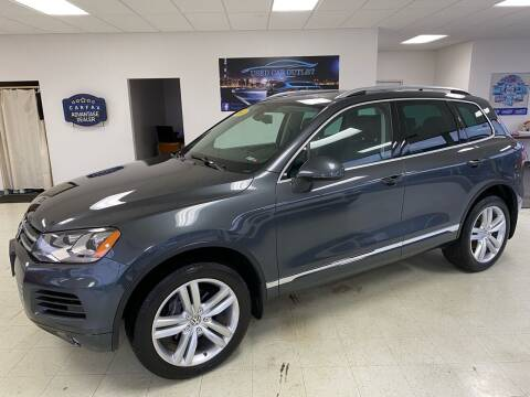 2014 Volkswagen Touareg for sale at Used Car Outlet in Bloomington IL