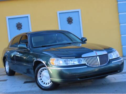 2001 Lincoln Town Car for sale at Paradise Motor Sports LLC in Lexington KY