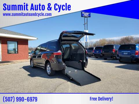 2018 Toyota Sienna for sale at Summit Auto & Cycle in Zumbrota MN