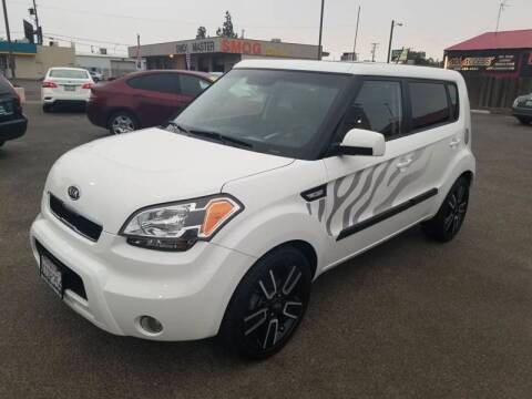 2011 Kia Soul for sale at Showcase Luxury Cars II in Pinedale CA