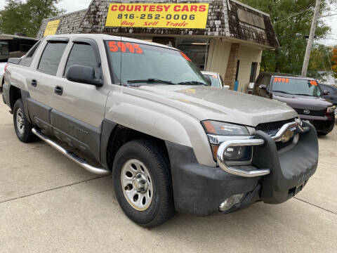 2006 Chevrolet Avalanche for sale at Courtesy Cars in Independence MO