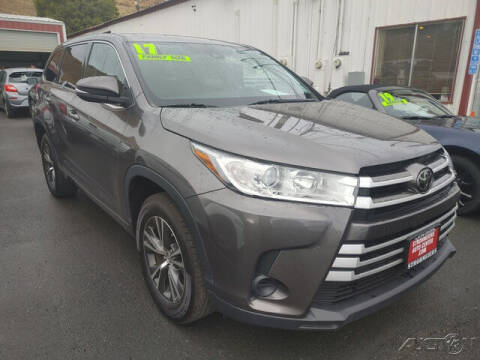 2017 Toyota Highlander for sale at Guy Strohmeiers Auto Center in Lakeport CA