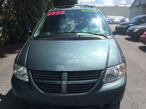 2006 Dodge Grand Caravan for sale at BIRD'S AUTOMOTIVE & CUSTOMS in Ephrata PA