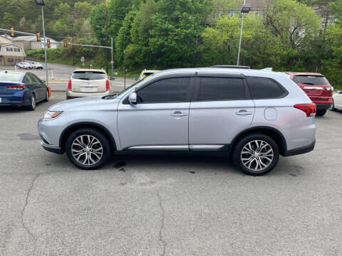 2017 Mitsubishi Outlander for sale at Mulligan's Auto Exchange LLC in Paxinos PA
