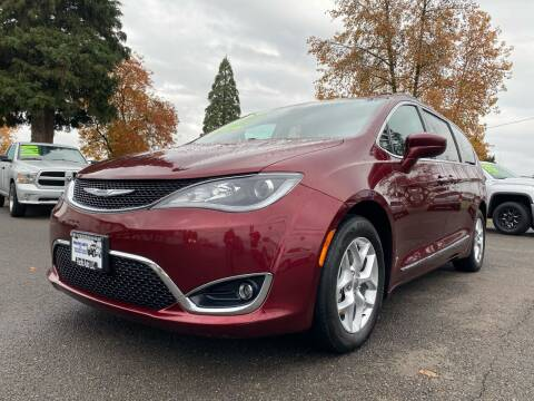 2017 Chrysler Pacifica for sale at Pacific Auto LLC in Woodburn OR