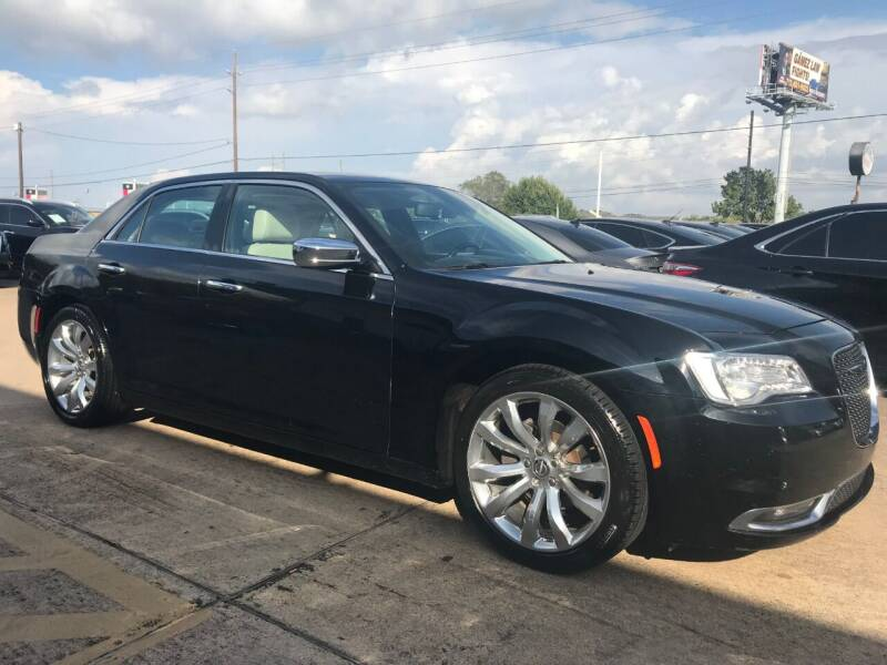 2018 Chrysler 300 for sale at Discount Auto Company in Houston TX