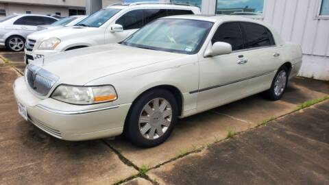 2004 Lincoln Town Car for sale at Zora Motors in Houston TX