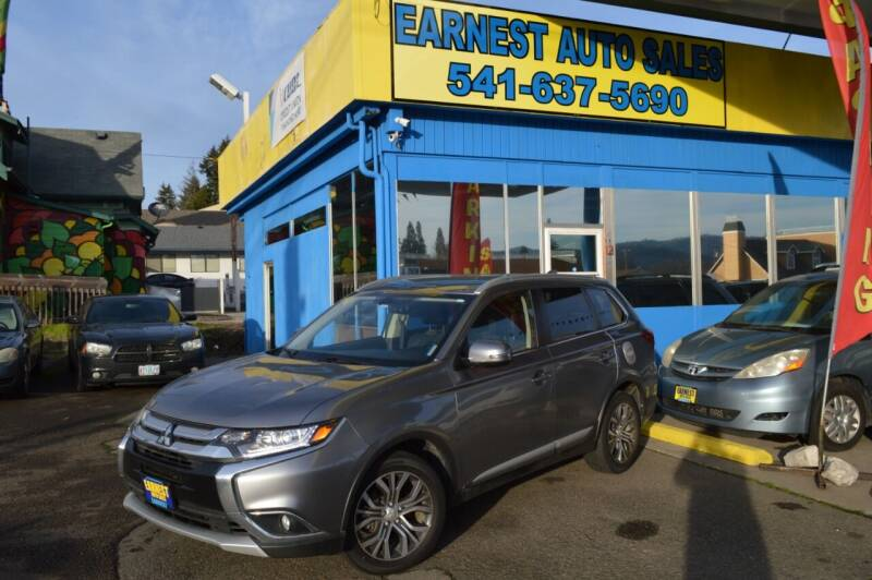 2017 Mitsubishi Outlander for sale at Earnest Auto Sales in Roseburg OR