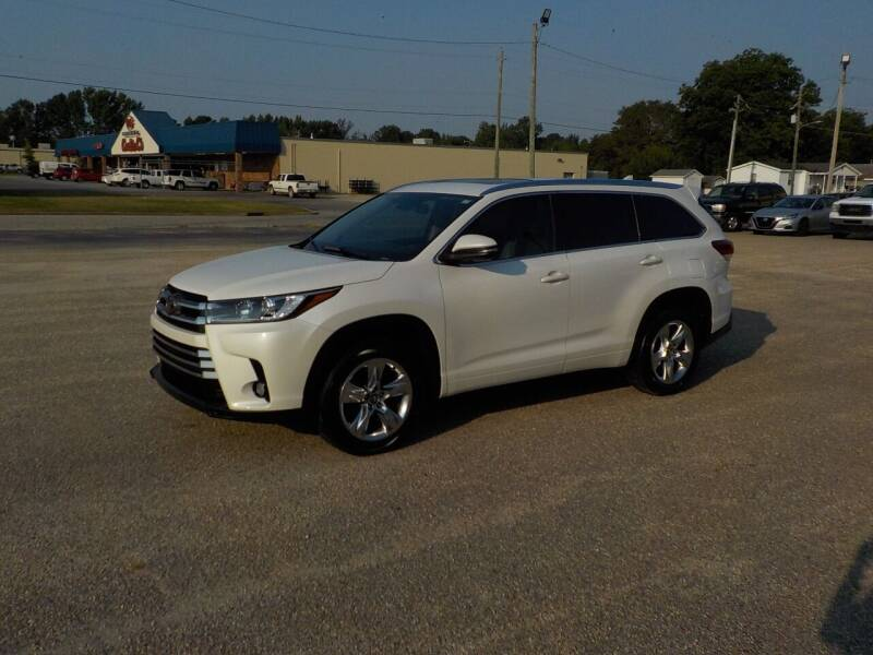 2017 Toyota Highlander for sale at Young's Motor Company Inc. in Benson NC