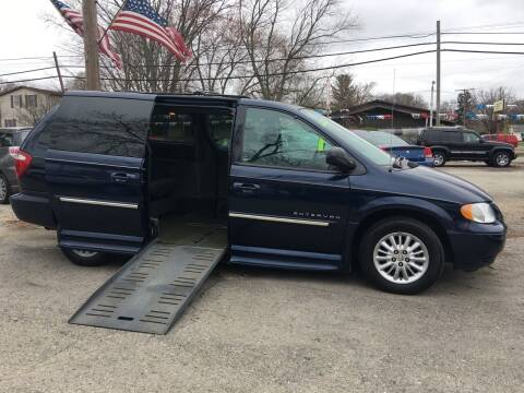 2004 Chrysler Town and Country for sale at Antique Motors in Plymouth IN