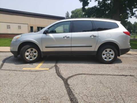 2011 Chevrolet Traverse for sale at The Car Mart in Milford IN