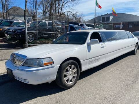 2006 Lincoln Town Car for sale at White River Auto Sales in New Rochelle NY