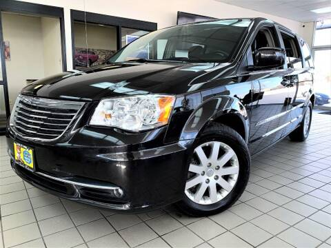 2014 Chrysler Town and Country for sale at SAINT CHARLES MOTORCARS in Saint Charles IL