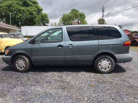 1998 Toyota Sienna for sale at Full Throttle Auto Sales in Woodstock VA