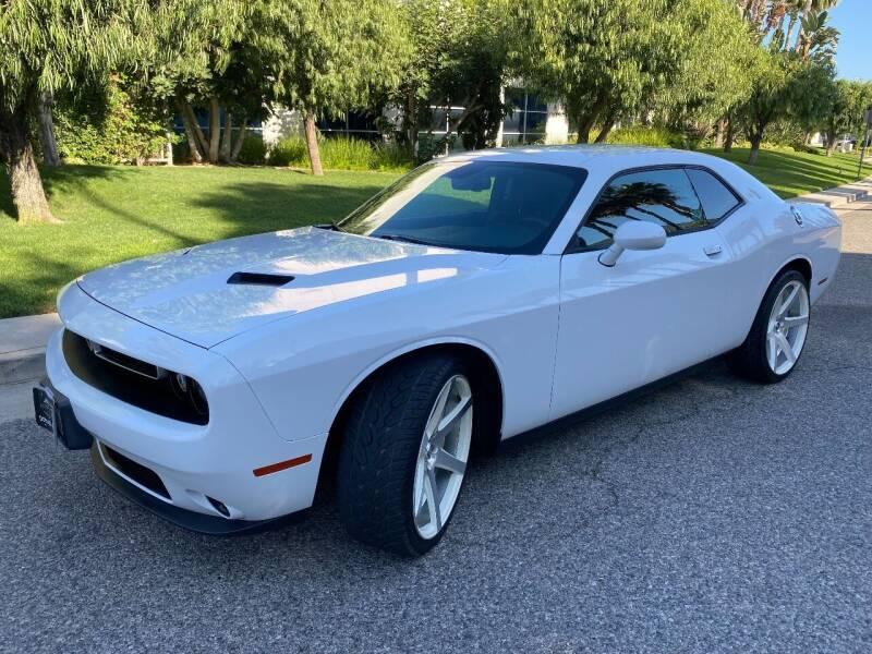 2015 Dodge Challenger for sale at Donada  Group Inc in Arleta CA