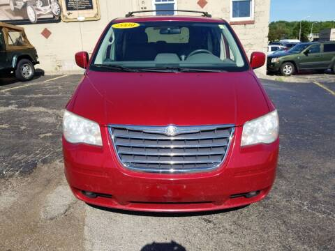 2009 Chrysler Town and Country for sale at Discovery Auto Sales in New Lenox IL