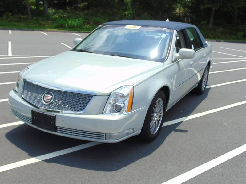 2009 Cadillac DTS for sale at Lakewood Auto in Waterbury CT