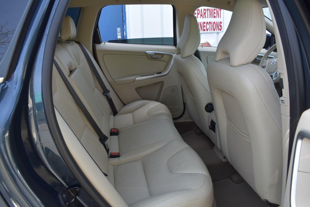 2011 Volvo XC60 3.2 AWD 4dr SUV full