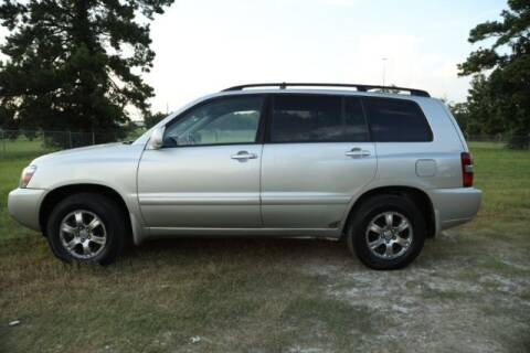 2004 Toyota Highlander for sale at WOODLAKE MOTORS in Conroe TX