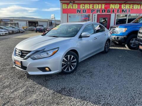 2017 Nissan Altima for sale at Yaktown Motors in Union Gap WA