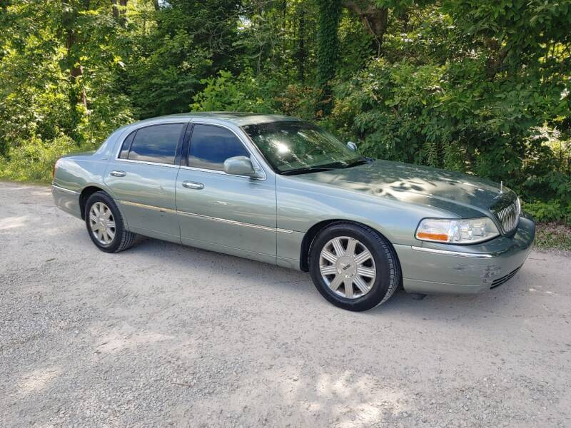 2004 Lincoln Town Car for sale at Doyle's Auto Sales and Service in North Vernon IN