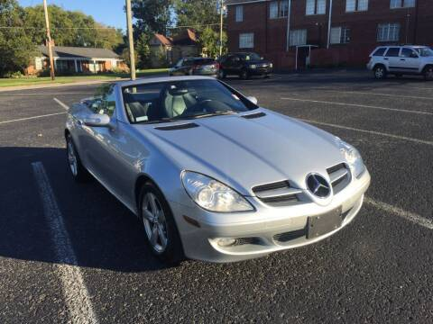 2006 Mercedes-Benz SLK for sale at DEALS ON WHEELS in Moulton AL