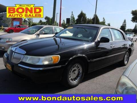 2002 Lincoln Town Car for sale at Bond Auto Sales in Saint Petersburg FL