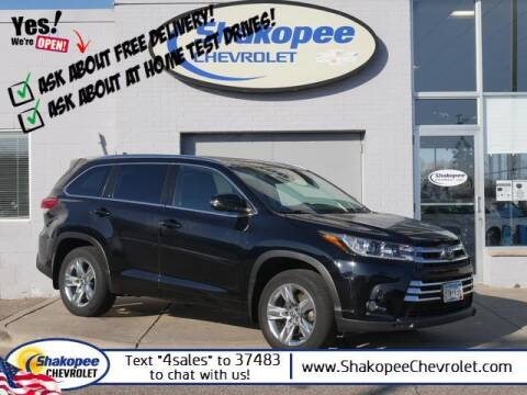 2018 Toyota Highlander for sale at SHAKOPEE CHEVROLET in Shakopee MN