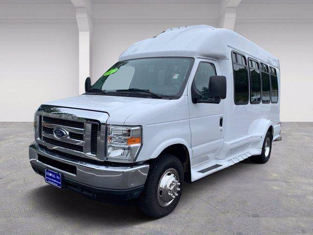 2017 Ford E-Series Chassis for sale in Plymouth, MA