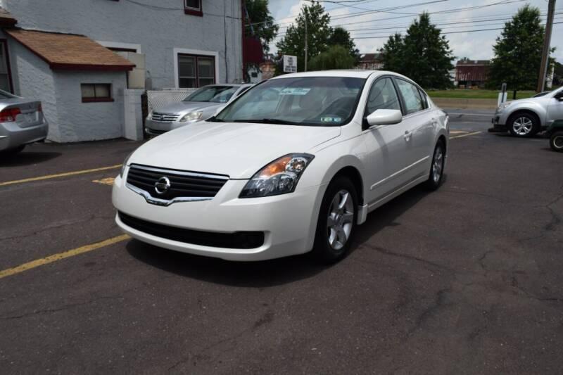 2009 Nissan Altima for sale at L&J AUTO SALES in Birdsboro PA