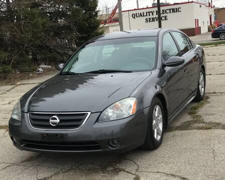 2004 Nissan Altima for sale at Square Business Automotive in Milwaukee WI