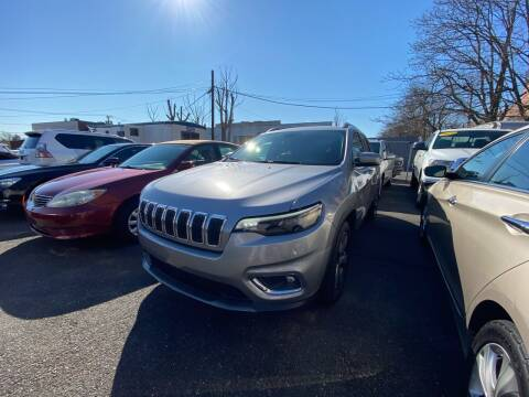 2019 Jeep Cherokee for sale at OFIER AUTO SALES in Freeport NY