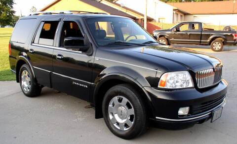 2006 Lincoln Navigator for sale at Angelo's Auto Sales in Lowellville OH