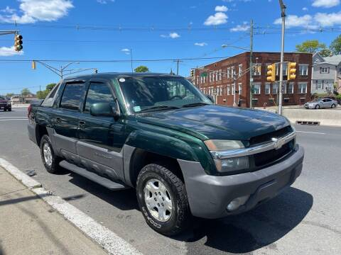 2004 Chevrolet Avalanche for sale at G1 AUTO SALES II in Elizabeth NJ