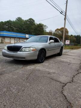 2004 Lincoln Town Car for sale at GEORGIA AUTO DEALER, LLC in Buford GA