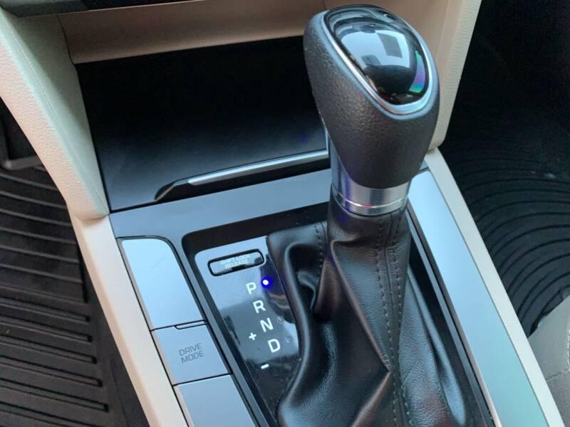 2017 Hyundai Elantra SE 4dr Sedan (US midyear release) - Houston TX