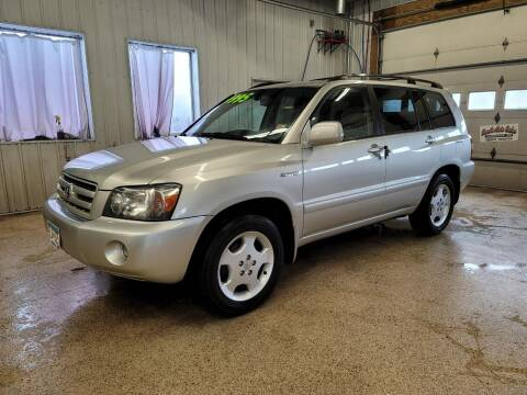 2005 Toyota Highlander for sale at Sand's Auto Sales in Cambridge MN