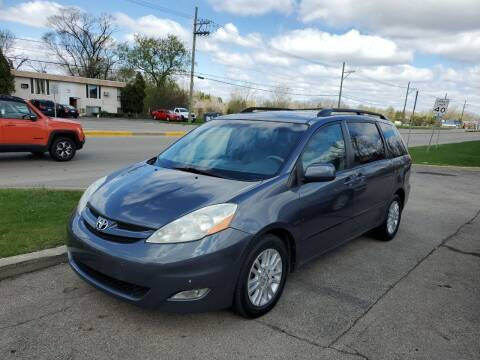 2009 Toyota Sienna for sale at GLOBAL AUTOMOTIVE in Gages Lake IL