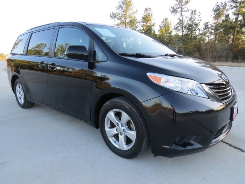 2017 Toyota Sienna for sale at Fincher's Texas Best Auto & Truck Sales in Tomball TX