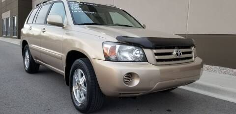 2004 Toyota Highlander for sale at Derby City Automotive in Louisville KY