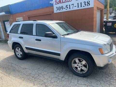 2005 Jeep Grand Cherokee for sale at Ali Auto Sales in Moline IL